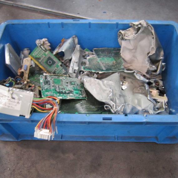 デスクトップPCの解体例